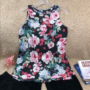 NWOT WHI WHAT WEAR Floral Tunic Keyhole Back